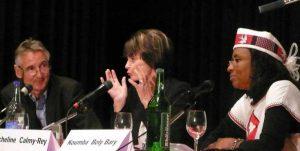 Mme Micheline Calmy-Rey, Présidente de la Confédération et Ministre des Affaires Étrangères et Mme Koumba Boly-Barry, Ministre de l'Éducation Nationale et de l'Alphabétisation du Burkina Faso 75 ans SOLIDAR SUISSE - Succès et limites de la coopération, Volkshaus Zürich, 27. Mai 2011